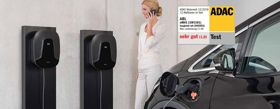Ladestationen für Elektrofahrzeuge an Garagenwand